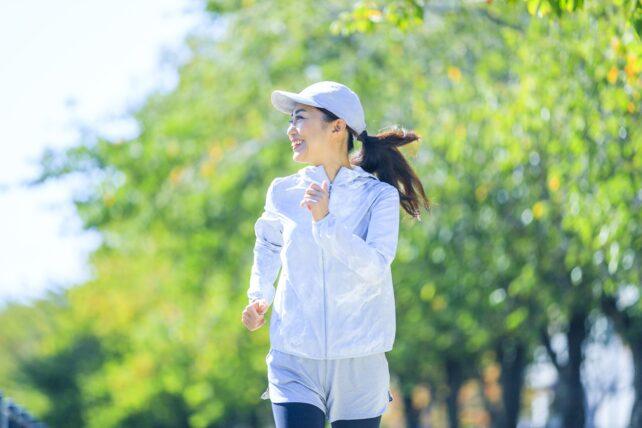 女性のジョギング